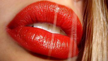 Красная помада: залог привлекательности или вульгарность?