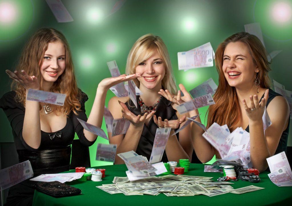 девушки выиграли в казино Вулкан